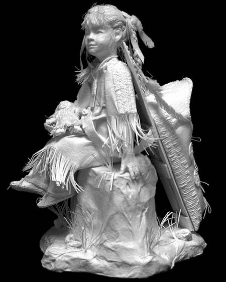 تندیس دختر با عروسک